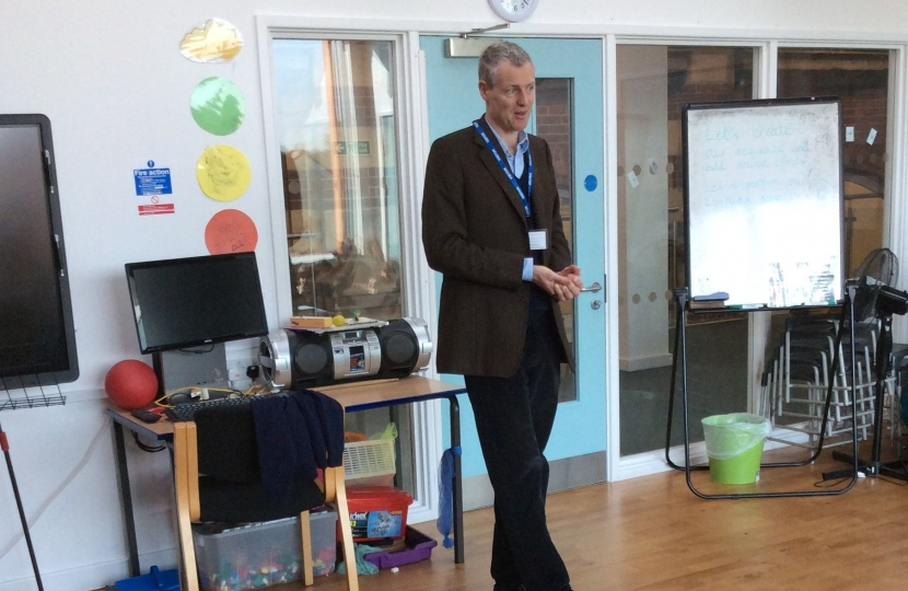 Zac Goldsmith MP visits Darell Primary School to discuss Space Exploration