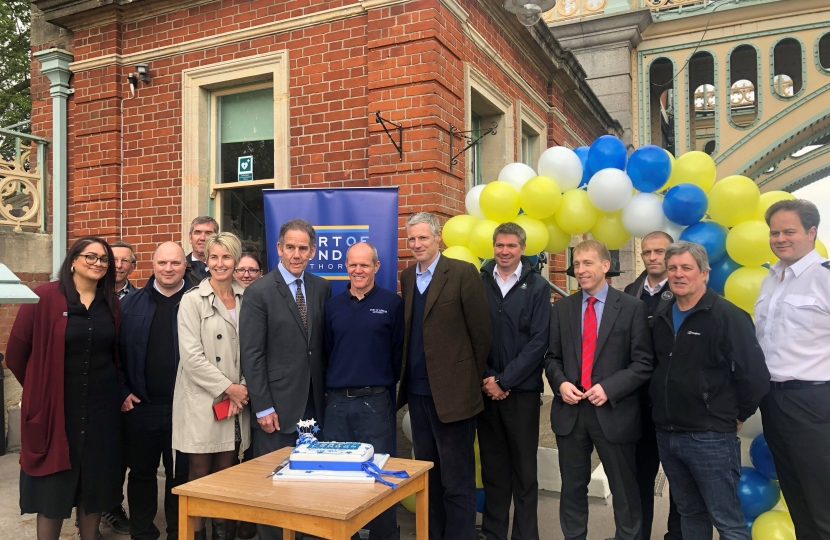 Zac Goldsmith MP VISITS RICHMOND LOCK AND WEIR ON ITS 125th BIRTHDAY with port of london authority